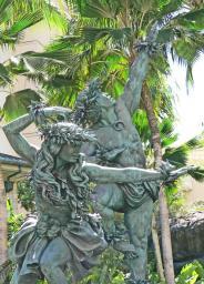 Beautiful Bronze in front of the Hilton - Honolulu