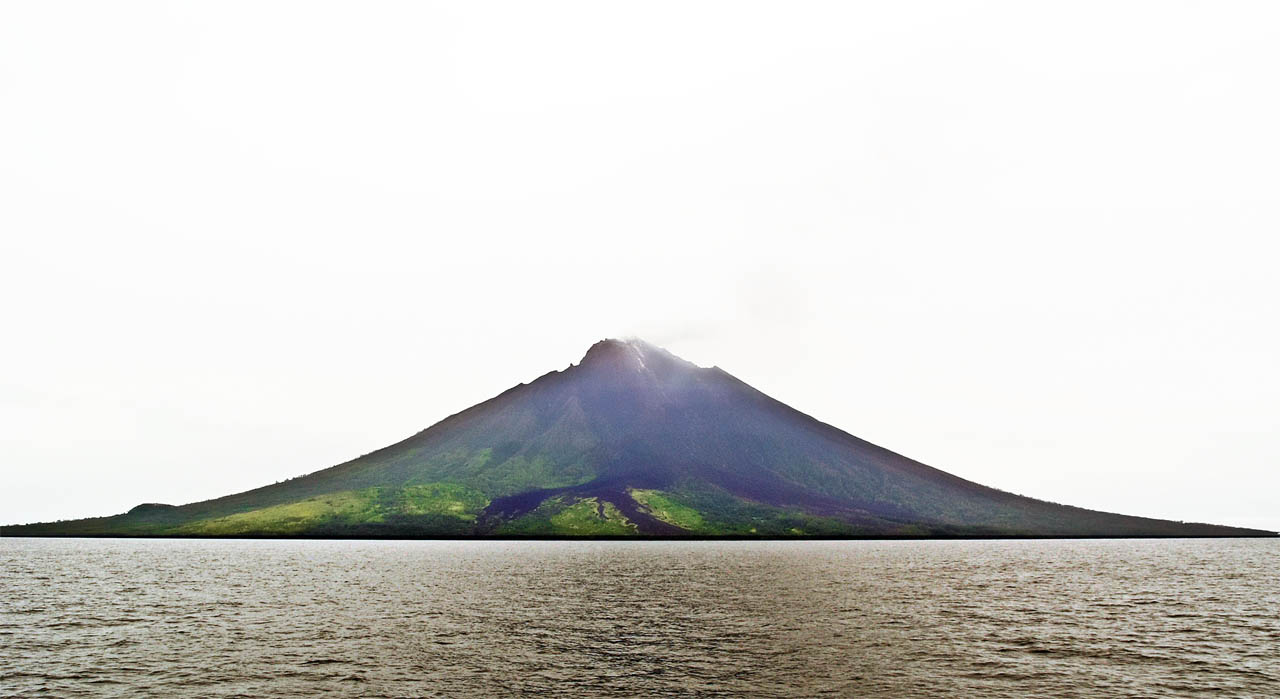 An absolutely horrible shot of the Manum Island volcano