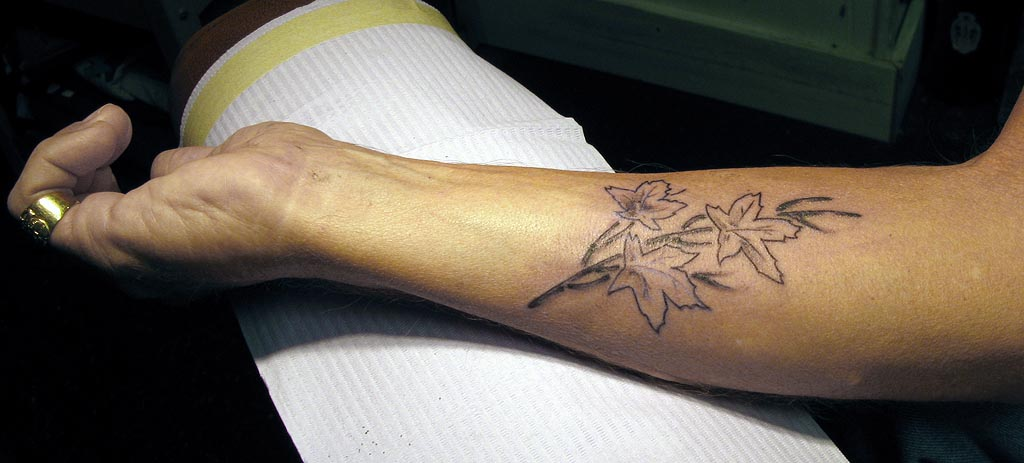 LOOK AWAY NOW, IF YOU'RE SQUEAMISH ABOUT TATTOOS.