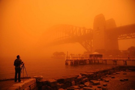 Huge dust storm in Sydney (via ABC News)