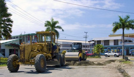 Road work proceeding on Lake Madang
