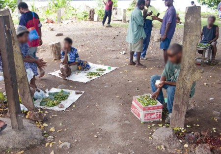 Illegal buai sellers in the centre of Madang Town