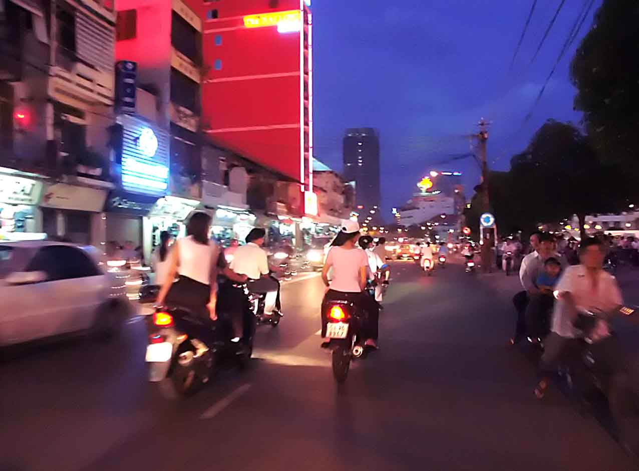 Siagon at night - Grrlz on Bikes!